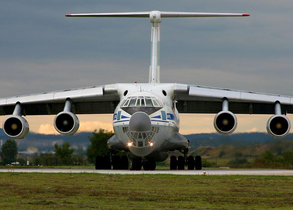 http://www.richard-seaman.com/Aircraft/AirShows/Ciaf2006/Highlights/Il76HeadOn.jpg