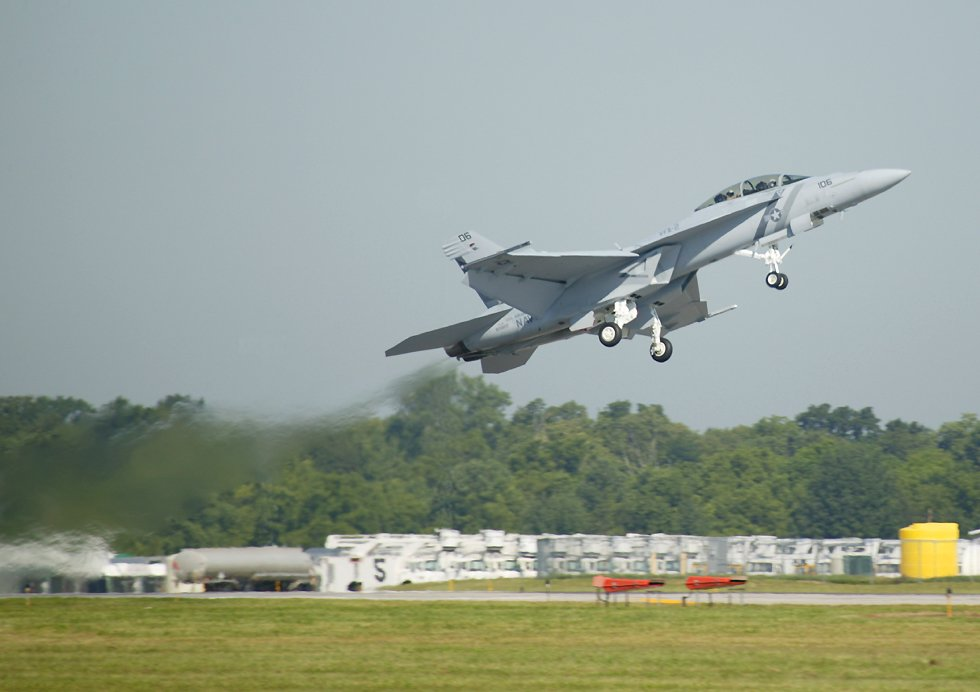 f18 super hornet pictures. The F-18 Super Hornet is a