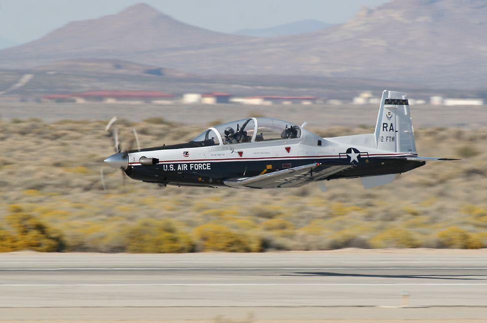 Israel recebe os primeiros treinadores T-6A Efroni