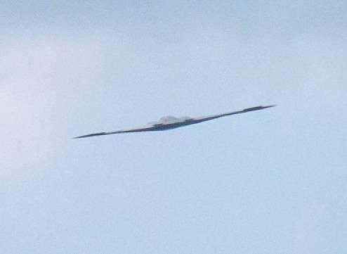 http://www.richard-seaman.com/Aircraft/AirShows/Frederick2000/B2/Flypast/B2-0600Banking-10.jpg