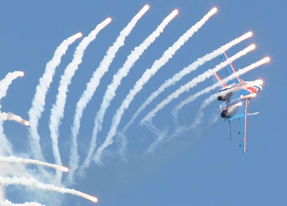 【防衛】東シナ海で一触即発の危機、ついに中国が軍事行動 中国機のミサイル攻撃を避けようと、自衛隊機が自己防御装置作動 [無断転載禁止]©2ch.net YouTube動画>7本 ->画像>113枚