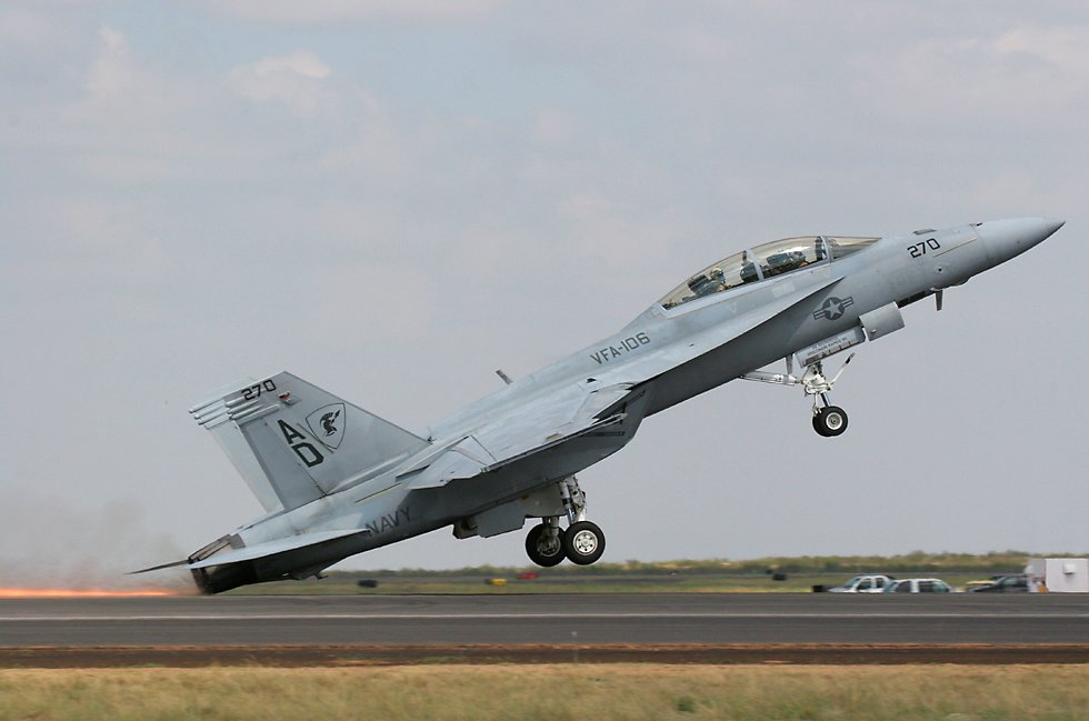 F18 shows how not to do it - PPRuNe Forums