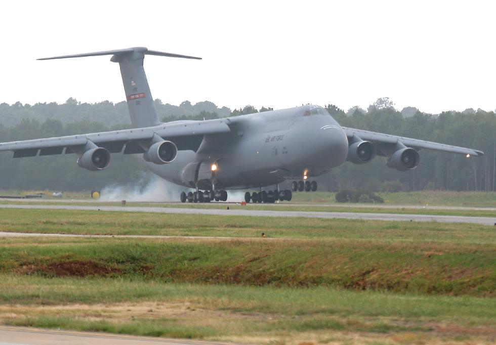 C-5 Galaxy landing   (click here to open a new window with this photo in computer wallpaper format)