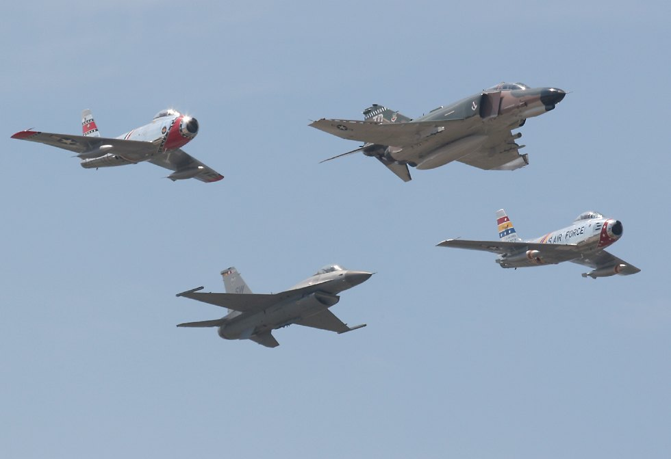 f 16 fighting falcon indonesia. F-16 Fighting Falcon and