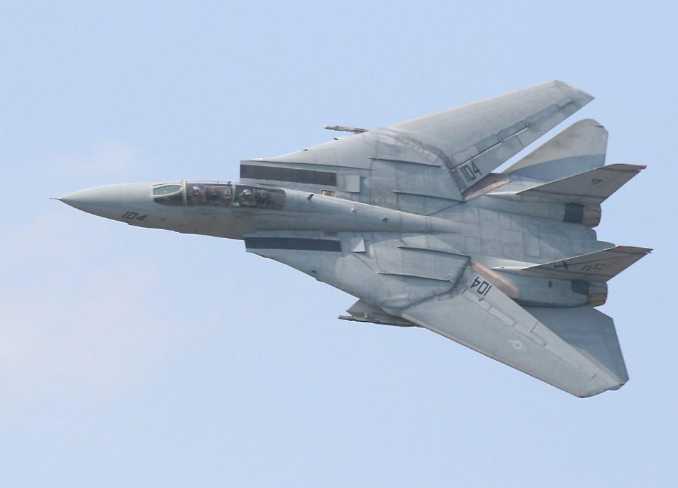 http://www.richard-seaman.com/Aircraft/AirShows/Oceana2005/Tomcats/GreyF14FastPass10oClock.jpg