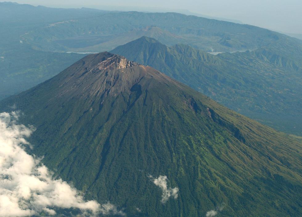 GunungGunung yang Ada di Indonesia.. dari A  Z