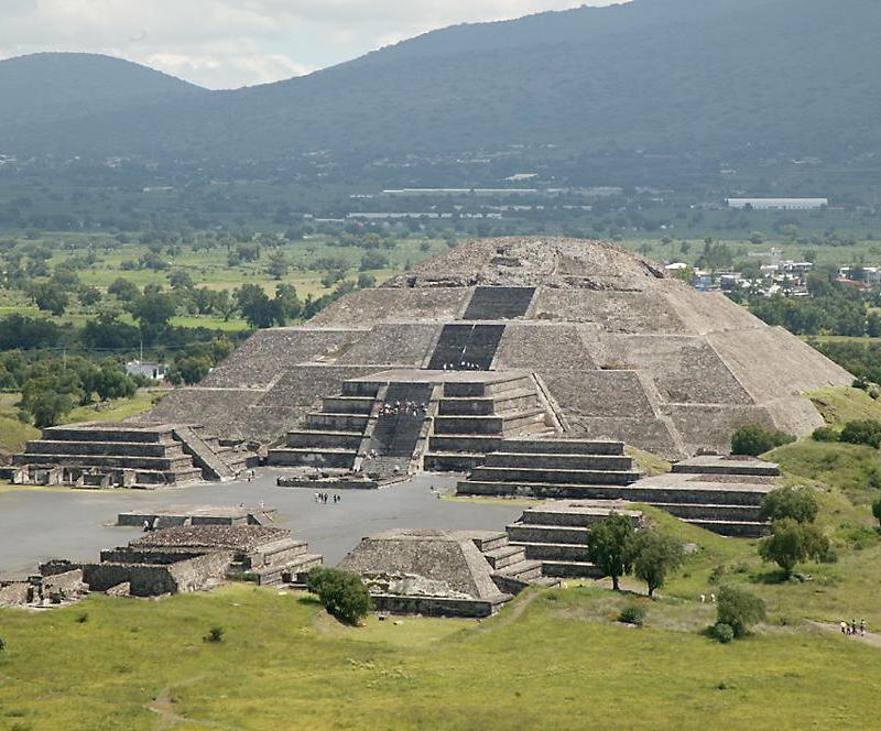 http://www.richard-seaman.com/Travel/Mexico/Teotihuacan/PyramidOfTheMoonFromPyramidOfTheSun.jpg