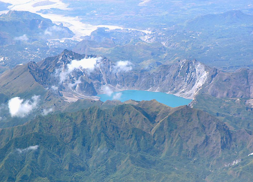mt pinatubo click here to open a new window with this photo in computer wallpaper