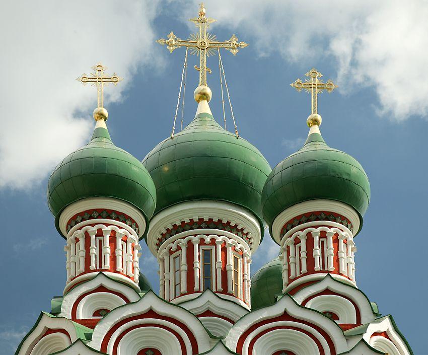 在Nikitniki的三一教堂(点击这里打开一个新的窗口,该照片电脑壁纸格式)