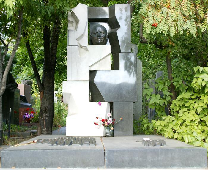 总理赫鲁晓夫的墓碑(点击这里打开一个新的窗口,该照片电脑壁纸格式)
