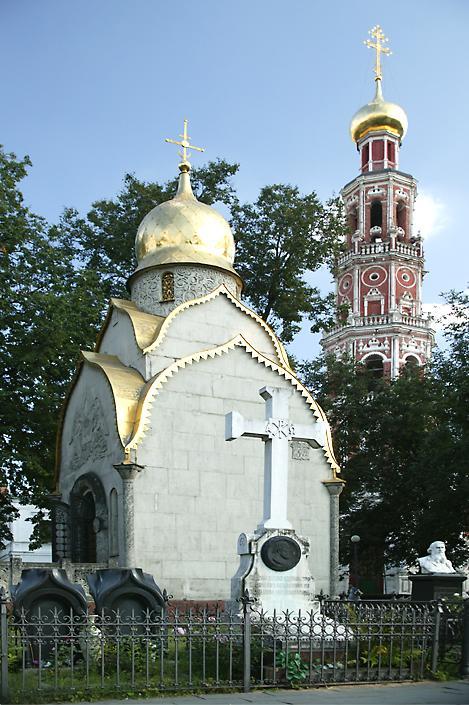 普罗霍罗夫在教堂新处女修道院