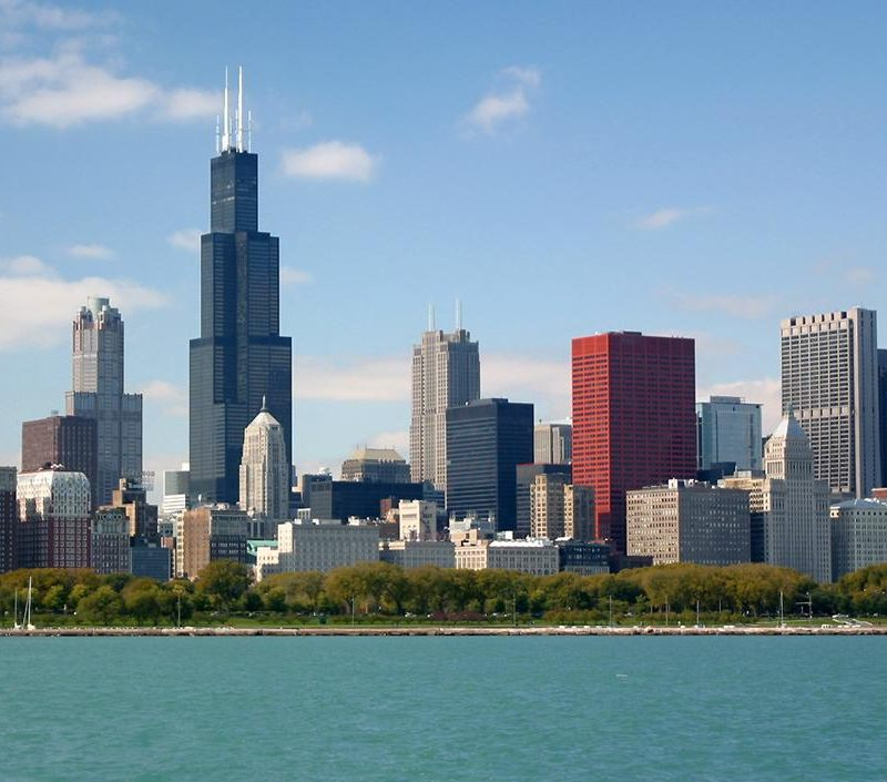 http://www.richard-seaman.com/USA/Cities/Chicago/Landmarks/ChicagoSkyline1.jpg