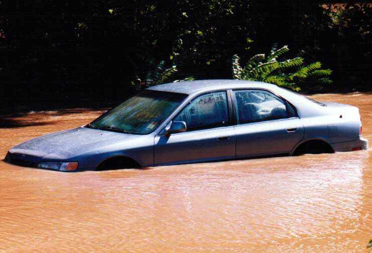 http://www.richard-seaman.com/USA/States/NewJersey/SouthBoundbrook/FloodOf99/FloodedCars/Car.jpg