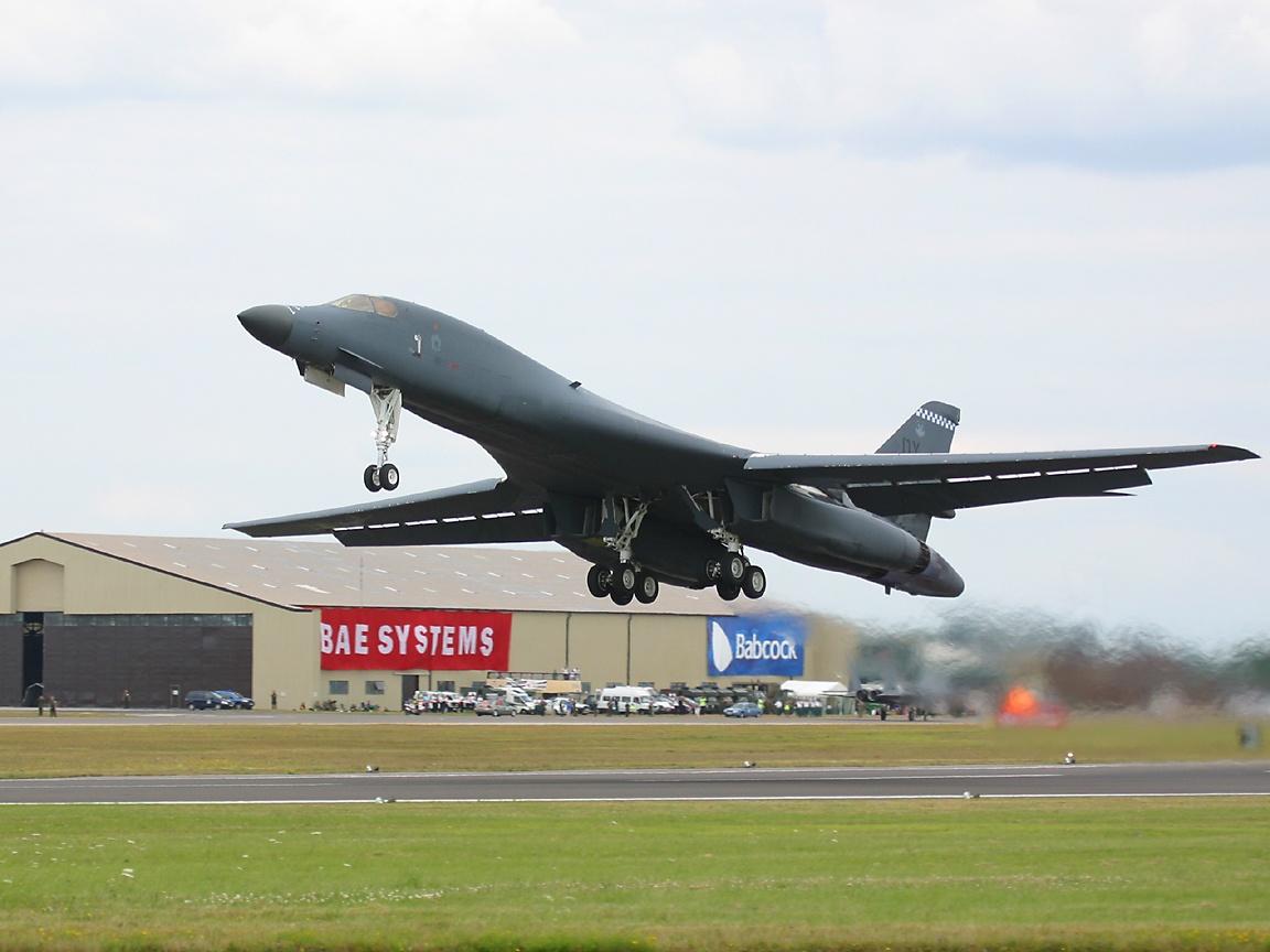 http://www.richard-seaman.com/Wallpaper/Aircraft/Bombers/B1TakingOff10oClock.jpg