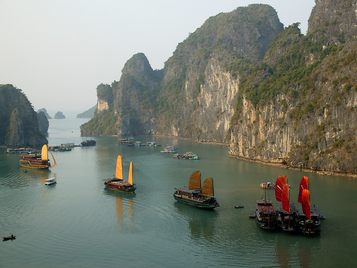 Gorgeous Jewels in an Emerald Sea: Halong Bay [40 PICS]