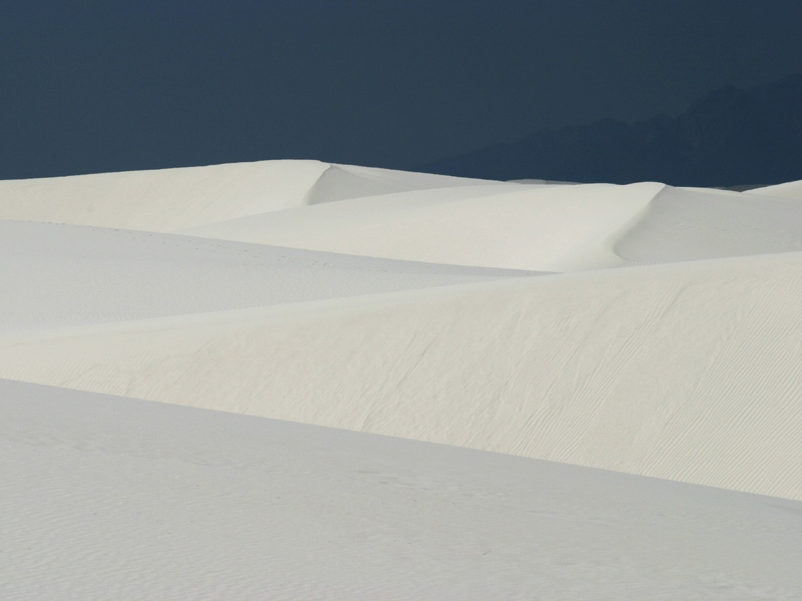 http://www.richard-seaman.com/Wallpaper/USA/States/WhiteSandsNationalMonument.jpg